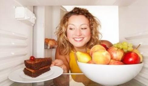 研究称睡前吃宵夜会提高患心脏病及糖尿病风险