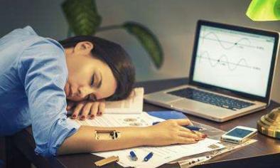 女性晚上睡前如何保养肌肤