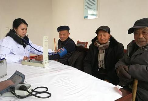 丰县医学会开展情暖五保老人送爱心活动