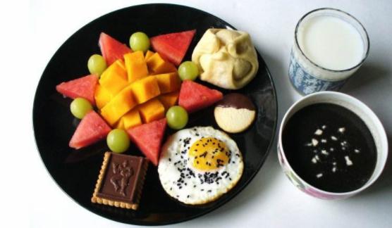"""血糖飙升与是否吃早餐无关 """"早餐危险论""""站不住脚"""