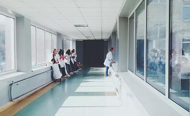 """重庆到2020年将建设40家""""智慧医院"""" 多家医院已实现支付宝微信挂号缴费"""