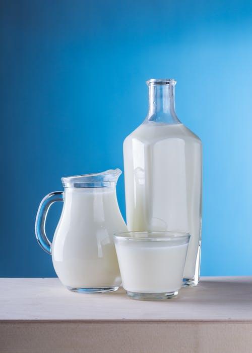 宝宝多大就可以开始喝牛奶了 又该怎么选择
