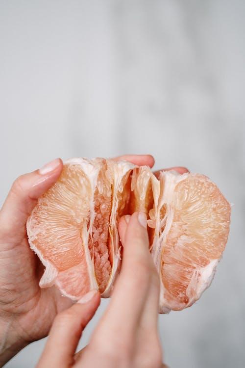 """冬吃柚赛过肉又怕寒凉?来学性味""""加减法"""""""