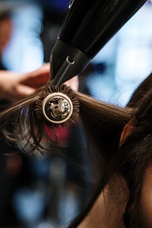 """女孩子刚洗完头,尽可能做到""""这3点"""",头发才能迷倒一片异性"""