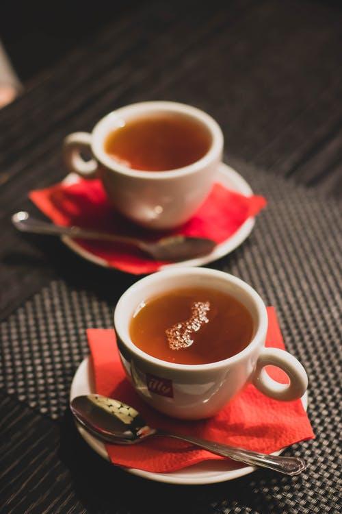 错误饮茶增加骨质疏松风险,应选对茶叶、尽量在10分钟内喝完