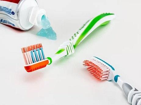刷牙、散步、泡脚、洗澡何时最佳,老人养生记住四个黄金时段